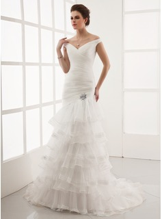 A-Line/Princess Off-the-Shoulder Sweep Train Organza Wedding Dress With Lace Crystal Brooch (002012925)