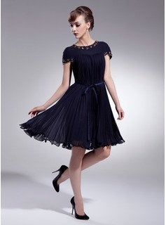 A-Line/Princess Scoop Neck Knee-Length Chiffon Charmeuse Homecoming Dress With Ruffle Beading (022009008)
