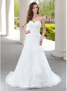 A-Line/Princess Sweetheart Court Train Tulle Wedding Dress With Ruffle Lace Beadwork