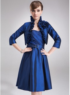 A-Line/Princess Sweetheart Knee-Length Taffeta Mother of the Bride Dress With Ruffle