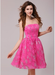 A-Line/Princess Strapless Knee-Length Lace Cocktail Dress (016013980)