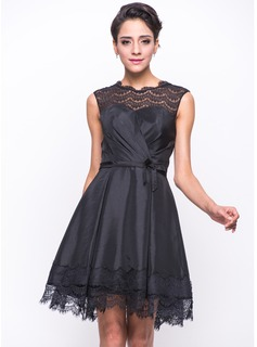 A-Line/Princess Scoop Neck Short/Mini Taffeta Lace Cocktail Dress With Ruffle Bow(s)