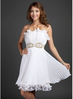 A-Line/Princess Scalloped Neck Knee-Length Chiffon Homecoming Dress With Beading Pleated