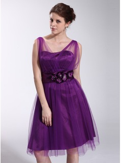 A-Line/Princess V-neck Knee-Length Tulle Charmeuse Homecoming Dress With Ruffle Flower(s) (007026281)