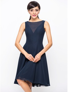A-Line/Princess Scoop Neck Knee-Length Chiffon Bridesmaid Dress