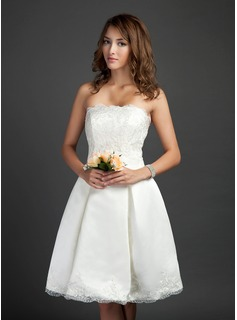 A-Line/Princess Strapless Knee-Length Satin Tulle Homecoming Dress With Lace (022015360)