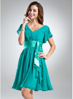 A-Line/Princess V-neck Knee-Length Chiffon Charmeuse Homecoming Dress With Ruffle (022015518)