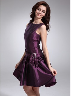A-Line/Princess Scoop Neck Knee-Length Taffeta Cocktail Dress With Sash (016008841)