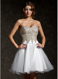 A-Line/Princess Sweetheart Short/Mini Tulle Sequined Homecoming Dress With Beading