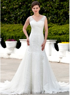 Trumpet/Mermaid V-neck Cathedral Train Tulle Wedding Dress With Lace