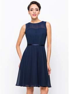 A-Line/Princess Scoop Neck Knee-Length Chiffon Charmeuse Cocktail Dress With Pleated