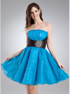 A-Line/Princess Strapless Knee-Length Taffeta Organza Homecoming Dress With Ruffle Sash Beading