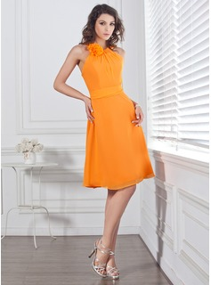 A-Line/Princess Scoop Neck Knee-Length Chiffon Bridesmaid Dress With Ruffle Flower(s) (007004128)