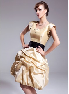 A-Line/Princess Square Neckline Knee-Length Taffeta Homecoming Dress With Ruffle Sash Beading