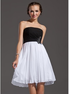 A-Line/Princess Strapless Knee-Length Chiffon Homecoming Dress With Lace Beading Sequins Pleated