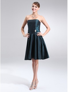 A-Line/Princess Strapless Knee-Length Taffeta Cocktail Dress With Ruffle Crystal Brooch (016002434)