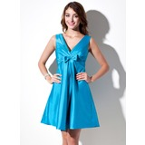 A-Line/Princess V-neck Knee-Length Taffeta Bridesmaid Dress With Ruffle (007004144)