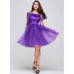 A-Line/Princess Off-the-Shoulder Knee-Length Organza Lace Homecoming Dress