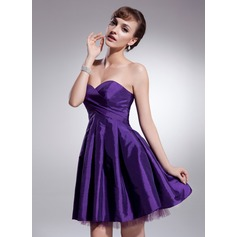 A-Line/Princess Sweetheart Short/Mini Taffeta Homecoming Dress With Ruffle