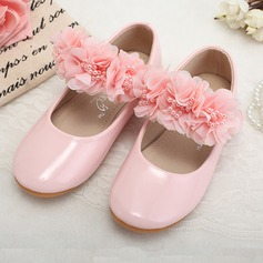 Girl's Leatherette Flat Heel Closed Toe Flats With Imitation Pearl Flower (207095546)