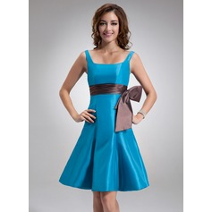 A-Line/Princess Square Neckline Knee-Length Taffeta Bridesmaid Dress With Sash Bow(s)