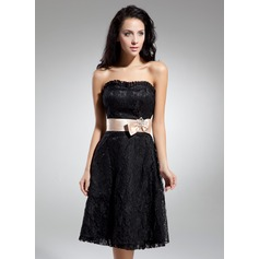A-Line/Princess Sweetheart Knee-Length Lace Homecoming Dress With Sash Bow(s)