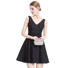 A-Line/Princess V-neck Short/Mini Lace Cocktail Dress With Bow(s)