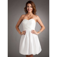 A-Line/Princess Sweetheart Short/Mini Taffeta Homecoming Dress With Ruffle Beading Appliques Lace