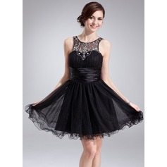 A-Line/Princess Scoop Neck Short/Mini Tulle Homecoming Dress With Ruffle Beading