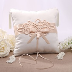 Elegant Ring Pillow With Chinese Knot