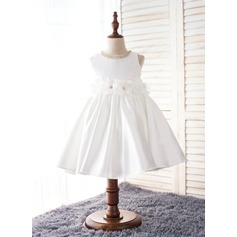 A-Line/Princess Knee-length Flower Girl Dress - Polyester Sleeveless Scoop Neck With Flower(s)/Bow(s)/Rhinestone