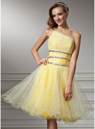 A-Line/Princess One-Shoulder Knee-Length Tulle Homecoming Dress With Ruffle Beading Sequins