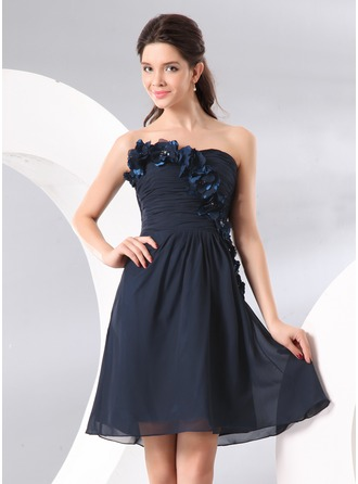 A-Line/Princess Sweetheart Knee-Length Chiffon Cocktail Dress With Ruffle Beading Flower(s)