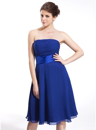 A-Line/Princess Strapless Knee-Length Chiffon Charmeuse Bridesmaid Dress With Ruffle Bow(s)