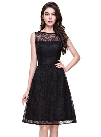 A-Line/Princess Scoop Neck Knee-Length Lace Homecoming Dress