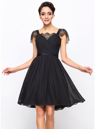 A-Line/Princess Sweetheart Knee-Length Chiffon Cocktail Dress With Ruffle Lace
