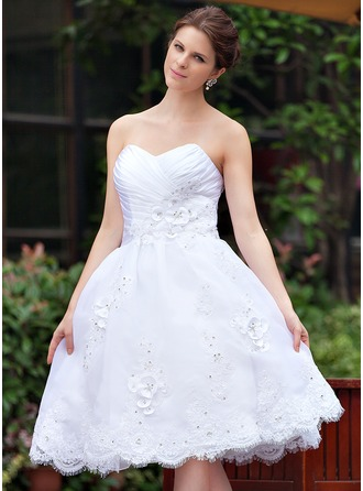 A-Line/Princess Sweetheart Knee-Length Organza Wedding Dress With Ruffle Beading Appliques Lace Flower(s)