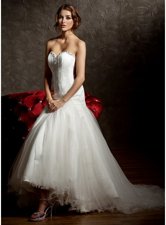 Trumpet/Mermaid Sweetheart Asymmetrical Tulle Wedding Dress With Ruffle Beading