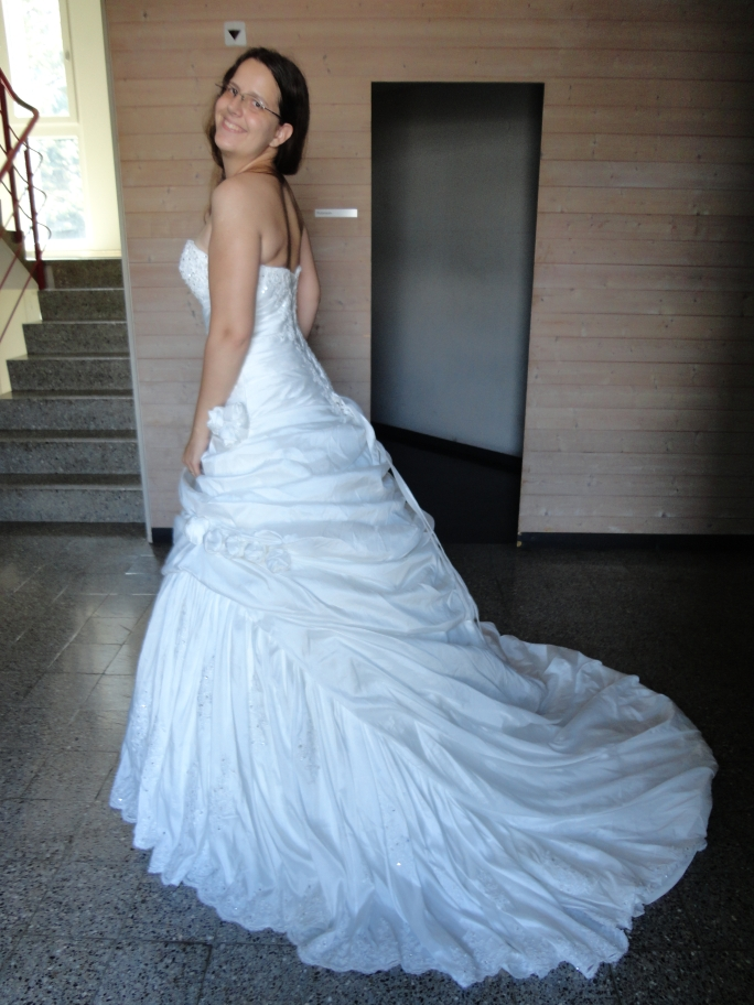 Ball gown sweetheart chapel train taffeta wedding dress for Jjs house wedding dresses