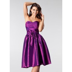 A-Line/Princess Sweetheart Knee-Length Taffeta Homecoming Dress With Ruffle Beading Flower(s)