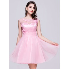A-Line/Princess Scoop Neck Short/Mini Tulle Homecoming Dress With Ruffle Beading Appliques Lace Flower(s) Sequins
