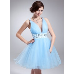 A-Line/Princess V-neck Short/Mini Tulle Homecoming Dress With Ruffle Beading