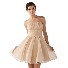 A-Line/Princess Strapless Short/Mini Organza Homecoming Dress With Ruffle