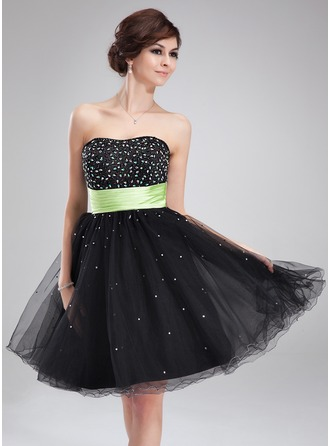A-Line/Princess Sweetheart Knee-Length Tulle Homecoming Dress With Sash Beading