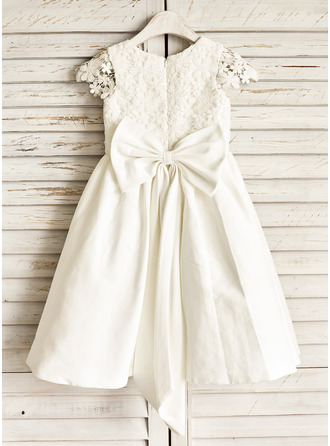 A-Line/Princess Knee-length Flower Girl Dress - Cotton Short Sleeves Scoop Neck With Lace/Bow(s)